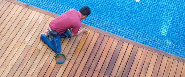 terrasse bois piscine entretien