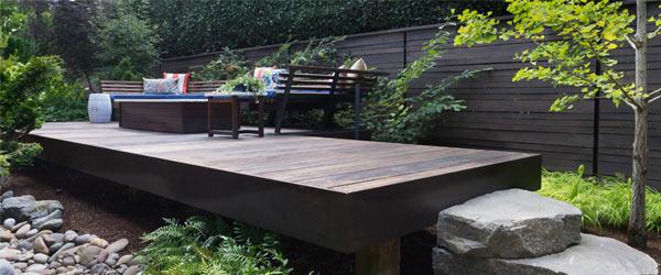 terrasse en bois sombre